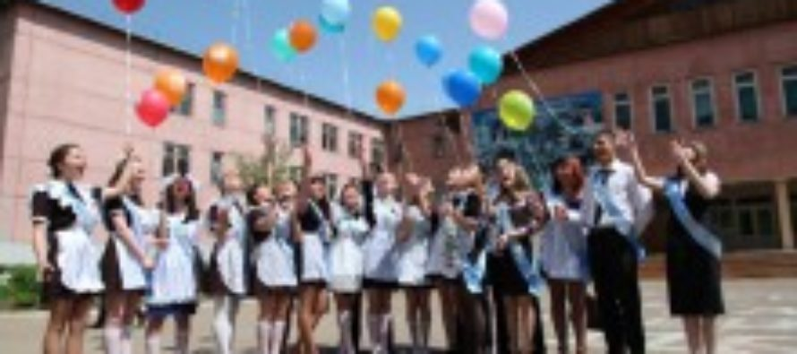 На этой неделе для 33 тысяч алтайских школьников прозвенит «последний звонок»