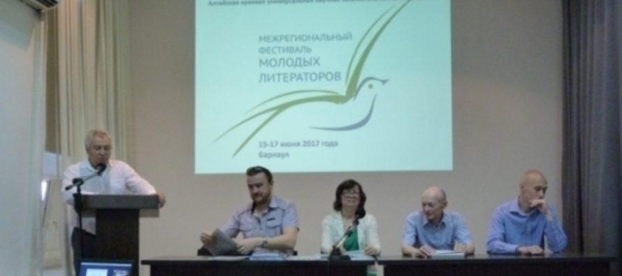 Литературный фестиваль Роберта Рождественского стартовал в Барнауле