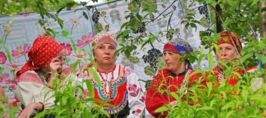 «Иван Купала» будет развлекать гостей в День России на Бирюзовой Катуни