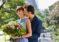 Каким образом можно подарить своей девушке цветы?