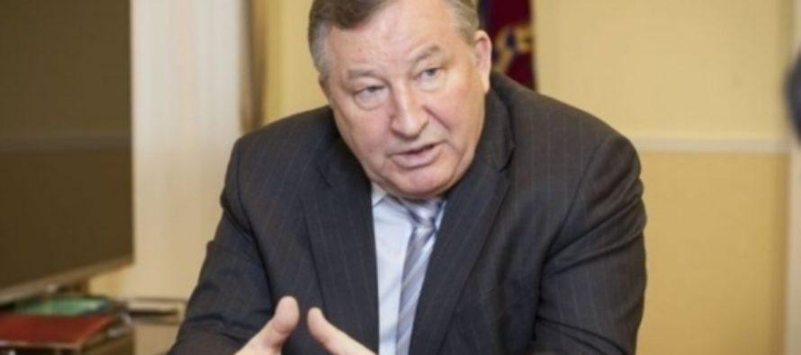 Александр Карлин поздравил жителей Алтайского края с Днем физкультурника