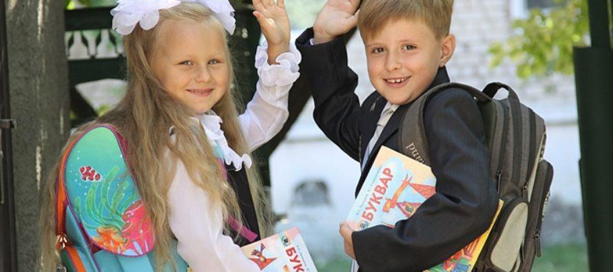 На сборы детей в школу российские семьи потратят до 13 000 рублей