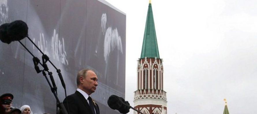Британский журнал выпустил обложку с Путиным в образе царя. Как еще изображают президента России
