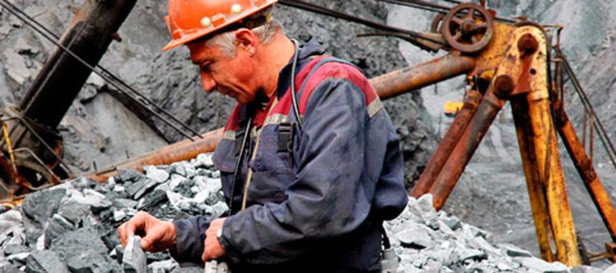 Какие инструменты необходимы для добычи твердых полезных ископаемых?