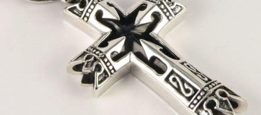 Серебряный крестик – преимущества, тонкости ухода