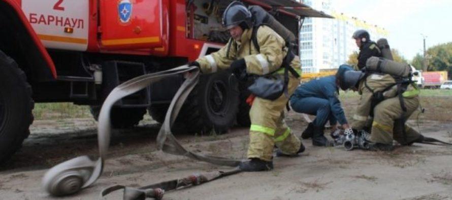 В Барнауле горела обшивка 16-этажного жилого дома