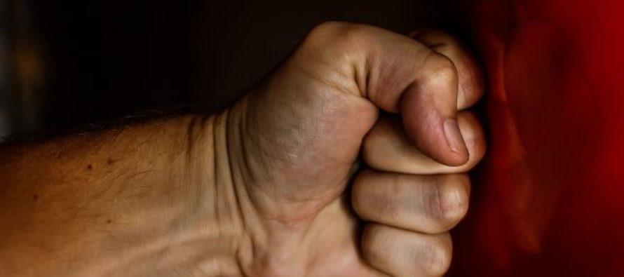 В алтайском селе одинокую пенсионерку избили и угрожали убийством