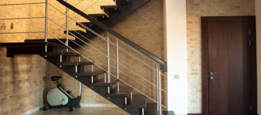 Дизайнерская лестница в квартире на второй этаж