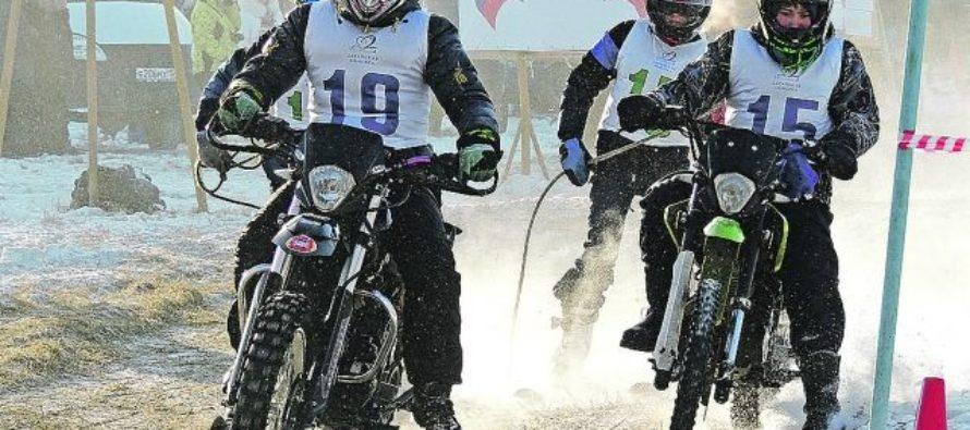 «Распахали» снег. В Барнауле прошли соревнования по скийорингу
