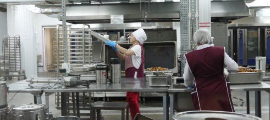 На Алтае директора и бухгалтера Комбината школьного питания судят за взятки