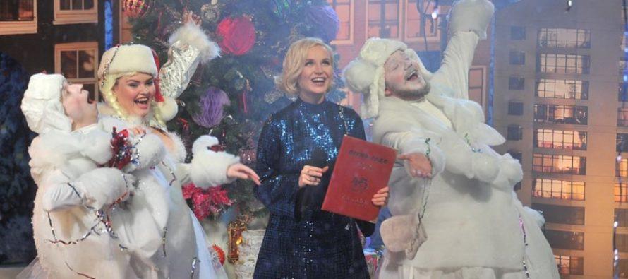 Новогодние поздравления от звезд: Волочкова растянулась в шпагате, Гагарина спела в самолете, а Галкин поделился трогательным фото Пугачевой и детей