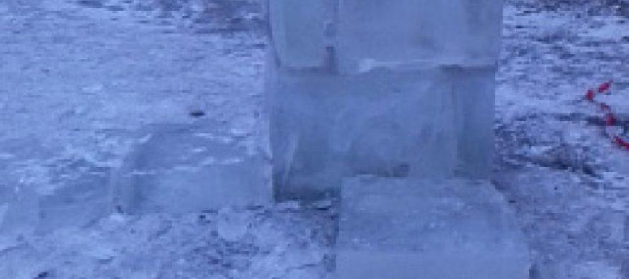 Неизвестные повредили снежный городок в Барнауле