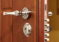 Как поменять замок на входной двери: рекомендации?