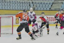 Хоккеисты «Алтая» лидера обыграли, а аутсайдера не смогли