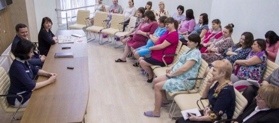 В Алтайском крае более 20 семей подали заявления на получение выплат за первенца