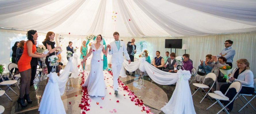 Плюсы аренды свадебных шатров