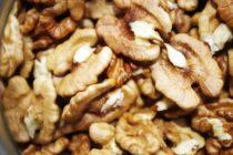 240 кг запрещенных к ввозу грецких орехов уничтожили в Алтайском крае