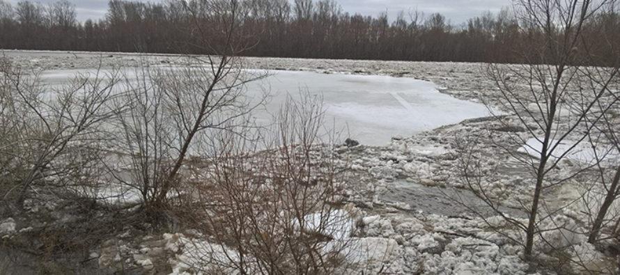 Затор взорвали на реке Чумыш в Тальменке