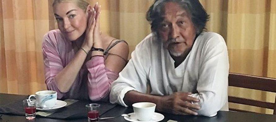 Анастасия Волочкова сделала шпагат на 65-летнем казахском поэте