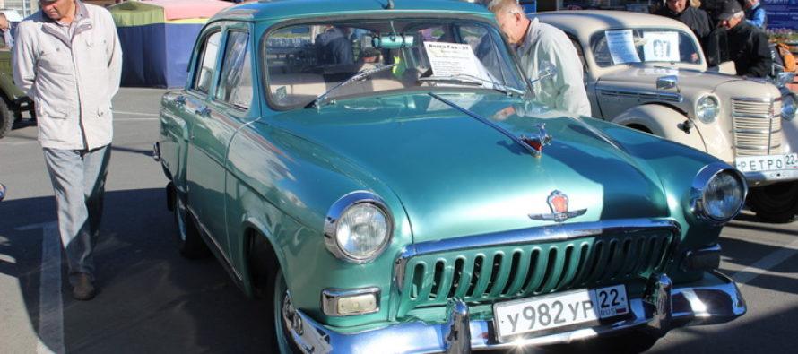 Выставка ретроавтомобилей снова заработала на автовокзале Барнаула
