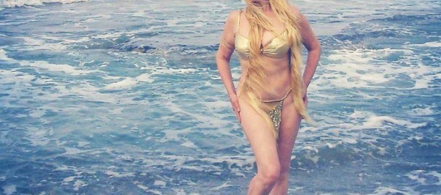 Ну чем не Афродита: 60-летняя Елена Кондулайнен снялась топлесс на пляже