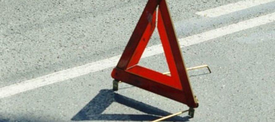 В Барнауле автомобиль въехал в автобусную остановку