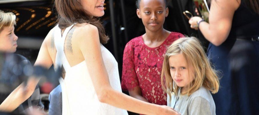 Анджелина Джоли отметила 43-летие, катаясь на американских горках