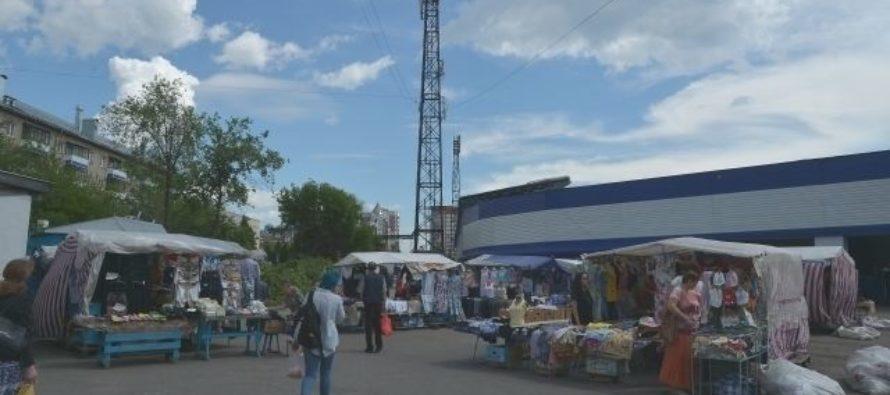 В Барнауле на территории стадиона «Динамо» убирают рынок