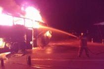 Пассажирский автобус сгорел на трассе А-322 в Алтайском крае