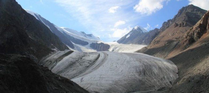 Альпинисты сорвались со скалы в горах Алтая, один погиб