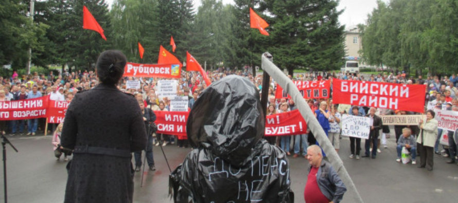 Девушка с митинга алтайских коммунистов против пенсионной реформы рассказала, зачем нарядилась в костюм смерти